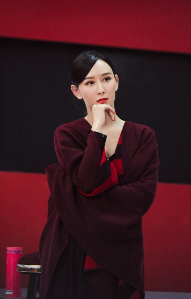 胡静《姐姐2》初舞台展超强实力《大鱼》舞艺惊艳气质高雅