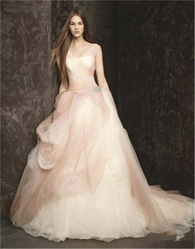72岁美似少女?婚纱女王穿吊带裙获盛赞 生图满脸皱纹