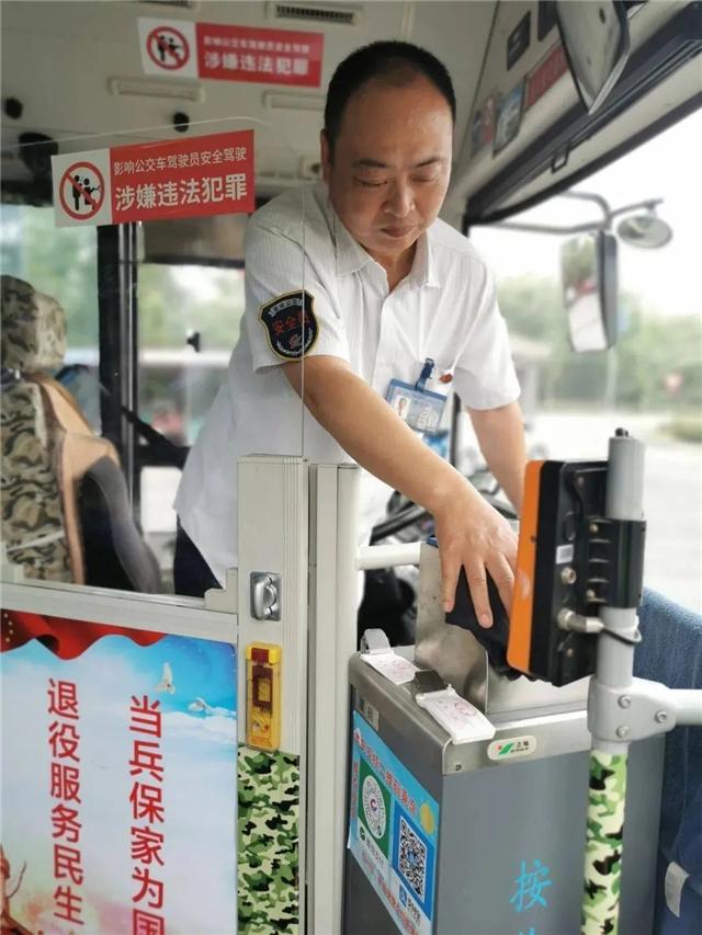 老兵打造军旅主题公交车,情怀满分,服务加分!