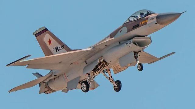 Top aces公司的F-16A战斗机飞行画面