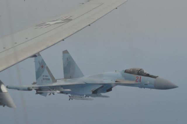 美军侦察机逼近俄罗斯遭苏-35拦截