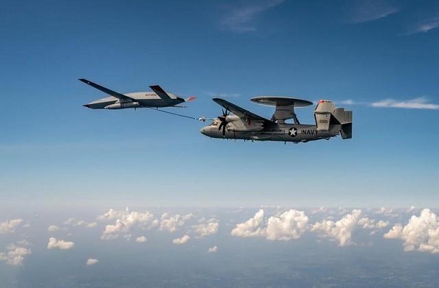 美国MQ-25无人加油机首次与预警机对接加油