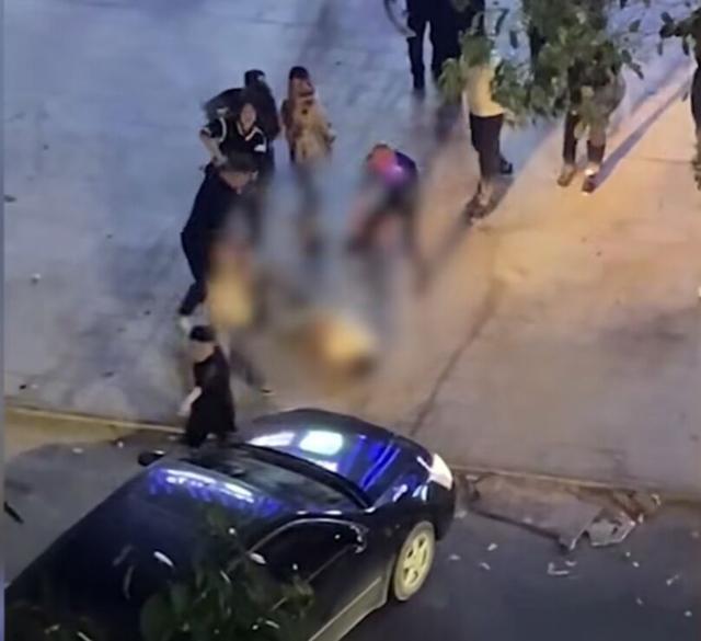 警方通报男子被围殴后遭轿车碾压:已抓获8名嫌疑人