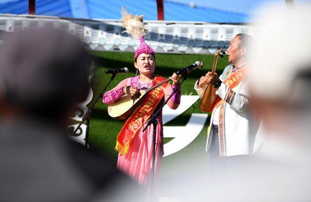 新疆各族人民真正获得了平等权利