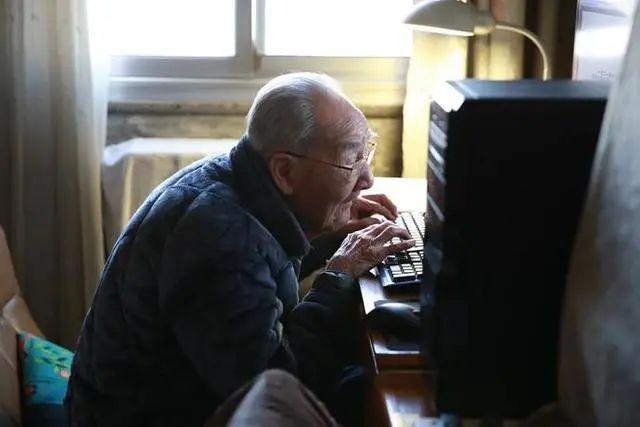 """著名翻译家许渊冲逝世,一生""""尽其所能、得其所好"""""""