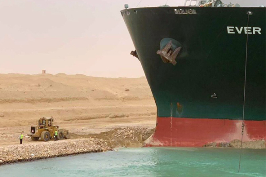 台湾巨轮苏伊士运河搁浅