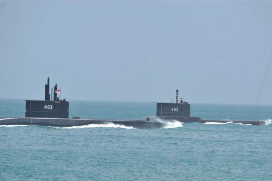 印尼军方一艘载有53人的潜艇失联