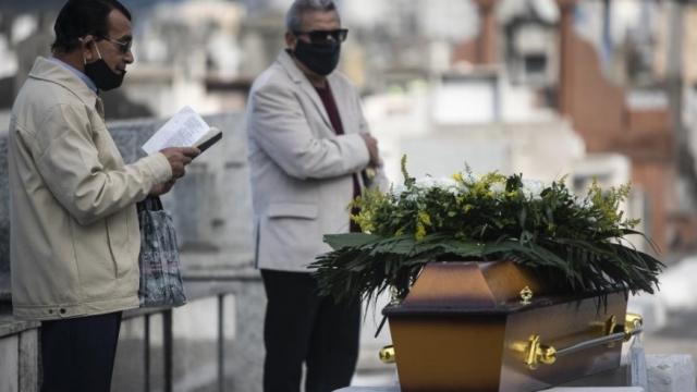 巴西新冠死亡人数近50万