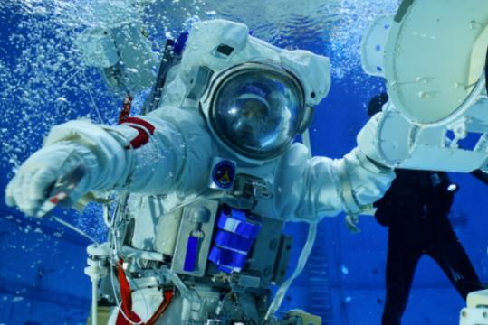 中国航天员水下训练大片