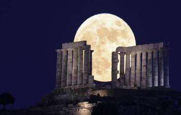 """""""草莓月亮""""亮相多国夜空"""