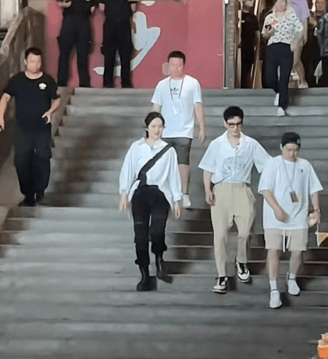 姚安娜录综艺身材比黄晓明还壮 遭吐槽:就是路人水平