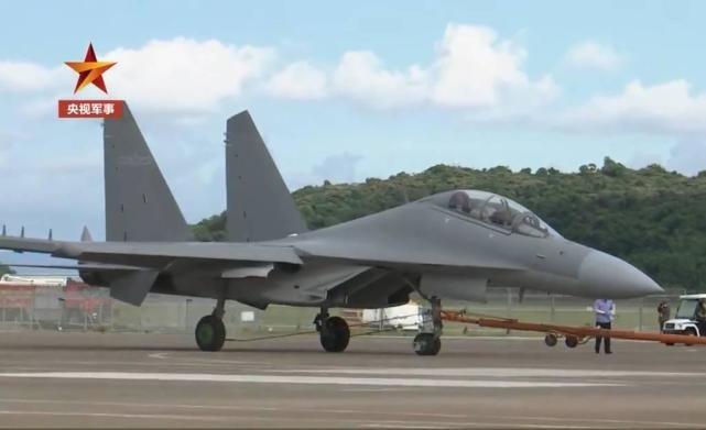 歼-16D电子战飞机携前所未见的吊舱首次亮相