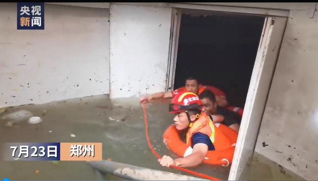 生命奇迹!郑州被困三天四夜男子获救