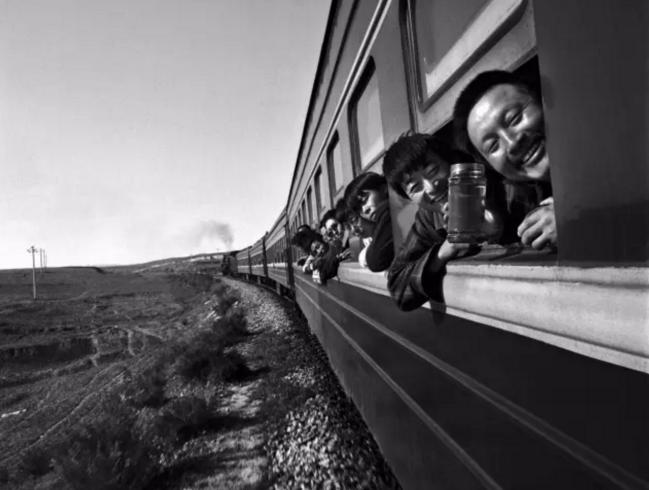 王福春:火车上鸡飞狗跳的故事场丨悼念逝者
