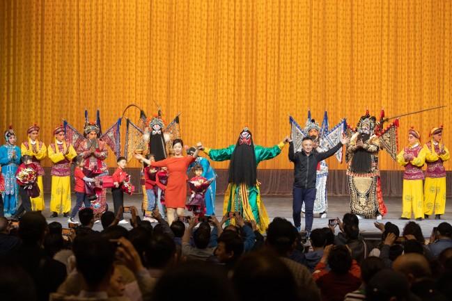 """4月30日晚,演员在""""华韵奇声""""京津沪京剧名家武戏专场上演出。摄影 苏岩"""
