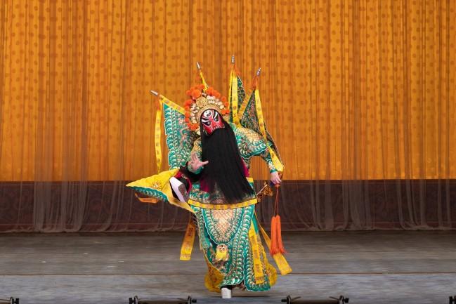 武戏专场之《铁笼山》剧照,姜维的扮演者是上海京剧院著名武生名家奚中路