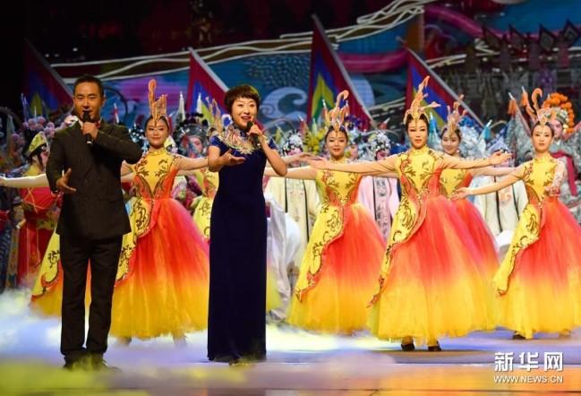 5月15日,演员在开幕演出上表演序曲《大美秦腔》。新华社记者 邵瑞 摄