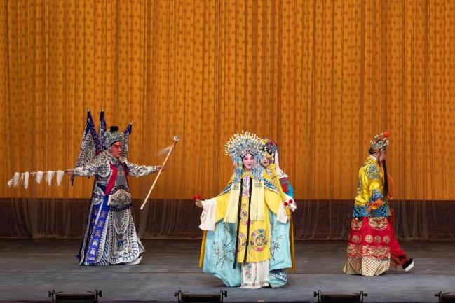 奇彤在京剧《龙凤呈祥》中扮演后半段的孙尚香