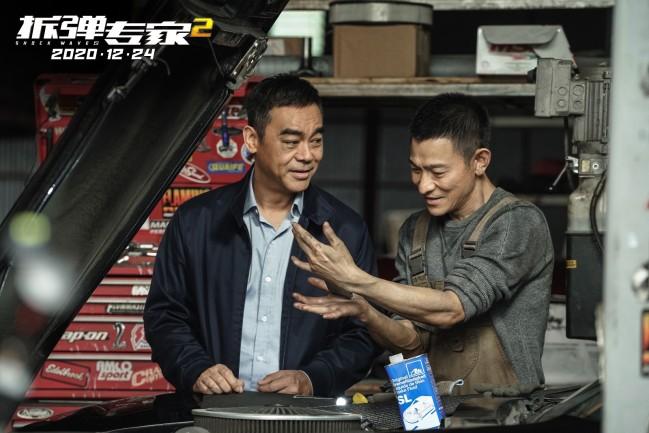 刘德华回应网友评论《拆弹专家2》砍没砍腿 刘德华:砍了