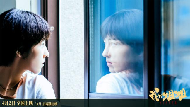 张子枫《举镜子的女孩》MV 唱出成长的痛楚与希望