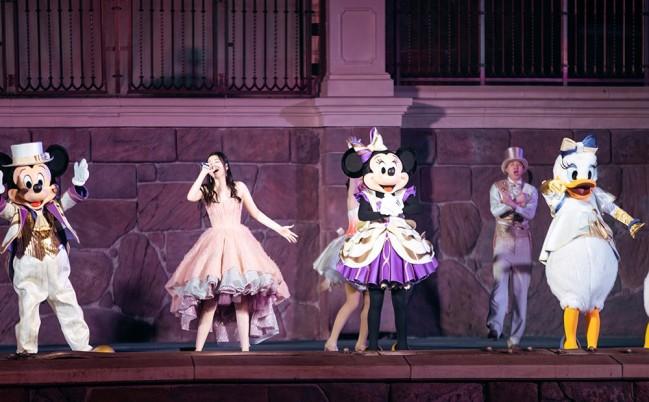 张靓颖演唱上海迪士尼全新主题曲《绽放美妙惊喜》