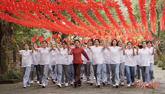 《百炼成钢》成为年轻观众观剧热门 触动集体共情