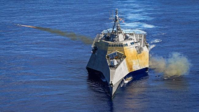 """为了增强濒海战斗舰的反舰能力,近几年美国海军为""""独立""""级濒海战斗舰增加了反舰导弹。"""