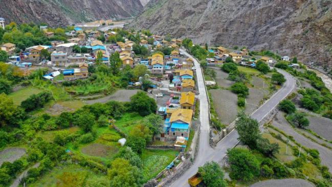 """""""十三五""""期间西藏公路通车里程近12万公里 创造高原奇迹"""