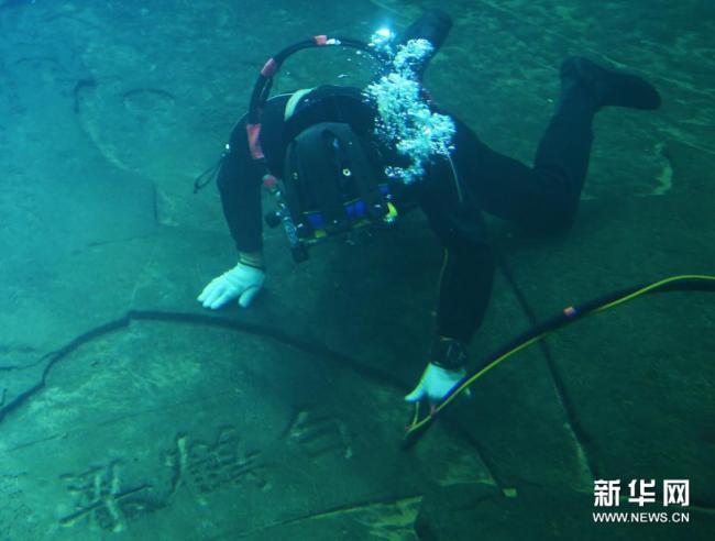 重庆白鹤梁水下博物馆启动水下清洁