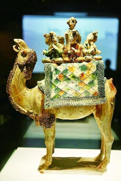 唐三彩载乐驼俑,现藏于陕西历史博物馆。