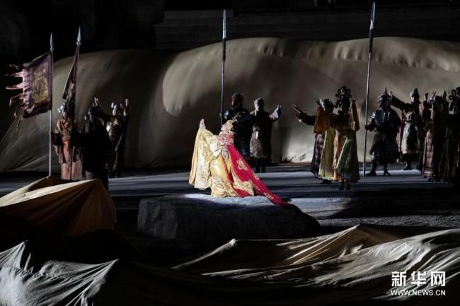 4月10日,演员在大型实景剧《文成公主》中表演。新华社记者 司源 摄