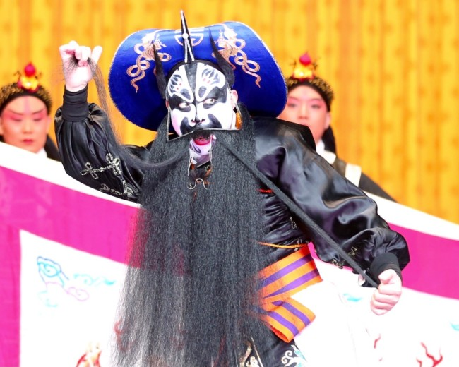 舒桐在《龙凤呈祥》中的张飞扮相
