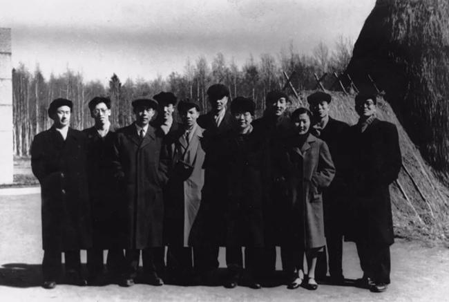 访问列宁流放地——拉兹里夫列宁住过的草棚