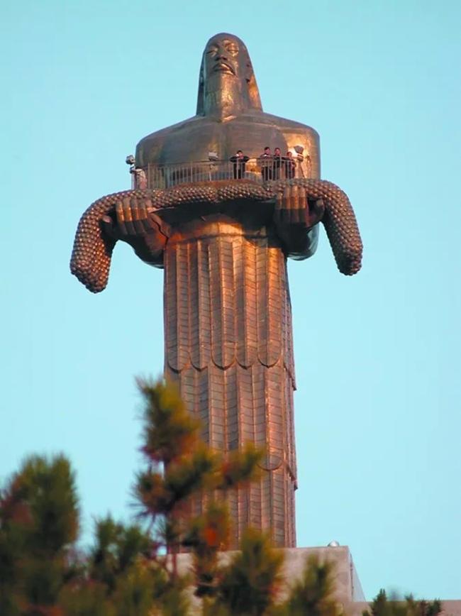 钱绍武 《炎帝像》 锻铜 3900cm 1988年 山西长治