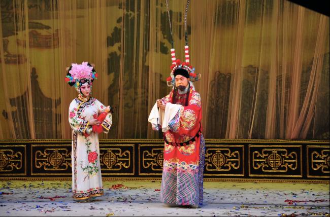 张建峰(右)、张馨月(左)