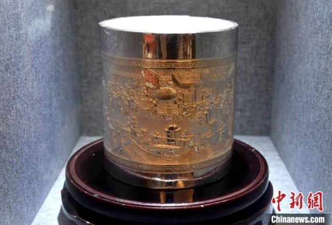 图为珍华堂银楼展示的银制品。 吕明 摄