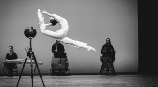 """《舞上春》线上演播的8K VR拍摄,超高清晰度带给观众宛如""""置身舞台""""般的全沉浸体验。      (中国歌剧舞剧院供图)"""