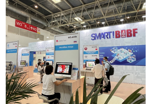 全新推出的SMART!BIBF智能线上线下融合参展解决方案。第二十八届北京国际图书博览会现场。(主办方供图)