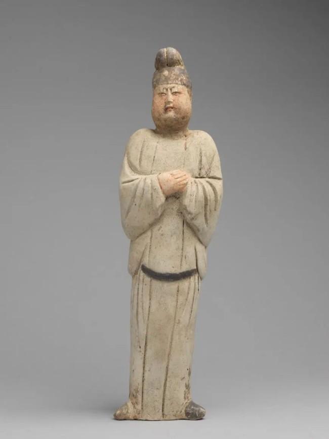 男装拱手女立俑,唐,高35厘米,宽10厘米,2016 年西安市文物局稽查队移交,西安博物院藏
