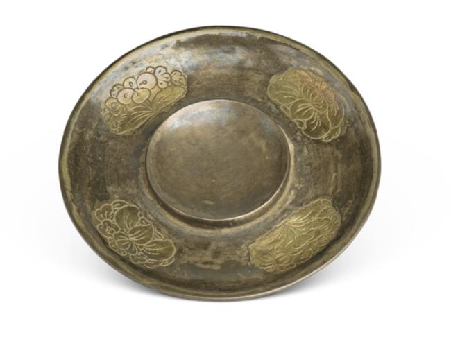 宝相花银茶托,唐,直径7.2厘米,1977年西安市文物管理委员会征集,西安博物院藏