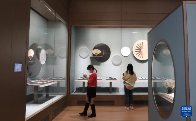 9月29日,观众在苏州博物馆西馆参观。