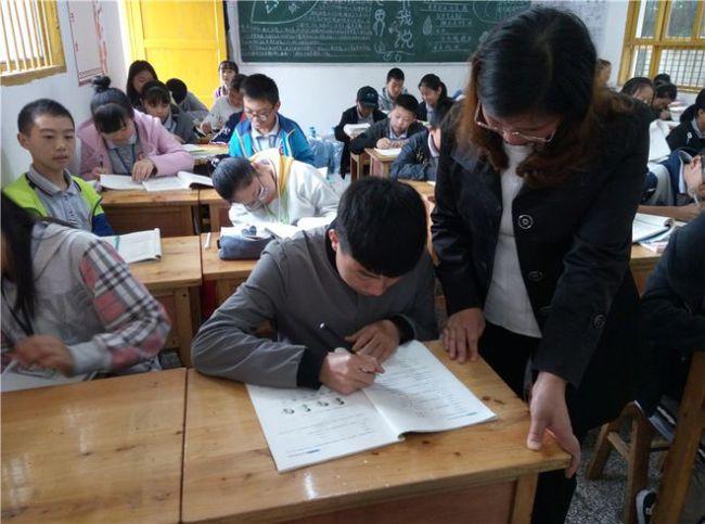 老师把书教好就行,班级管理没必要做?