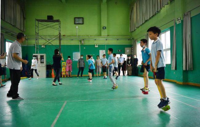 北京暑期托管首日探访:阅读、跳绳、速叠杯,多种活动可供挑选