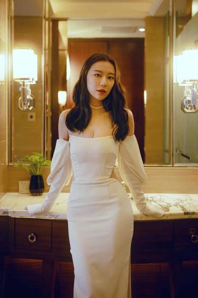 英泽白色礼服亮相金鸡红毯 《又见奈良》再获推荐