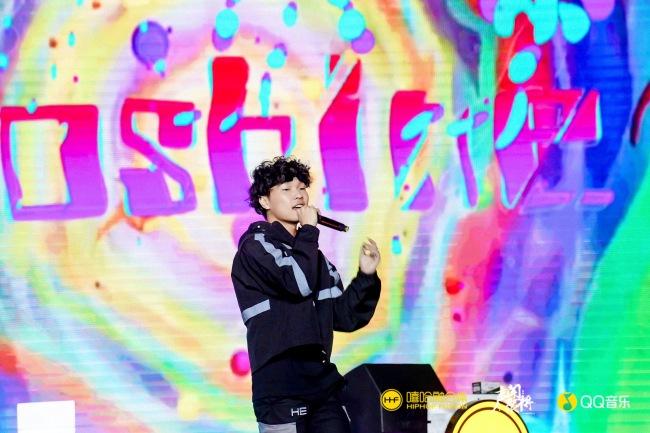 "K.A咔咔、lil milk""嗷闪""融合嘻哈颁奖典礼 唱响说唱盛世"