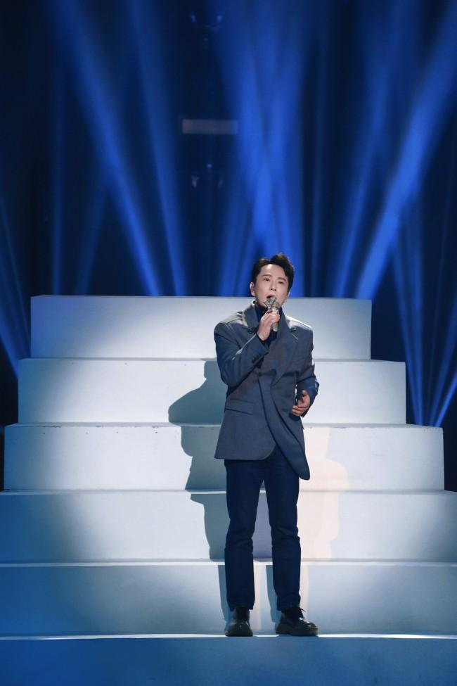 """《中国梦之声•我们的歌》王源临场freestyle获赞 张艺兴成功""""追星""""张信哲"""
