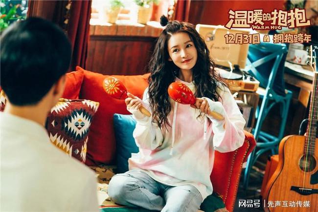 《温暖的抱抱》曝宣传曲《怪可爱的》MV 阴阳怪气男团首次为电影献声