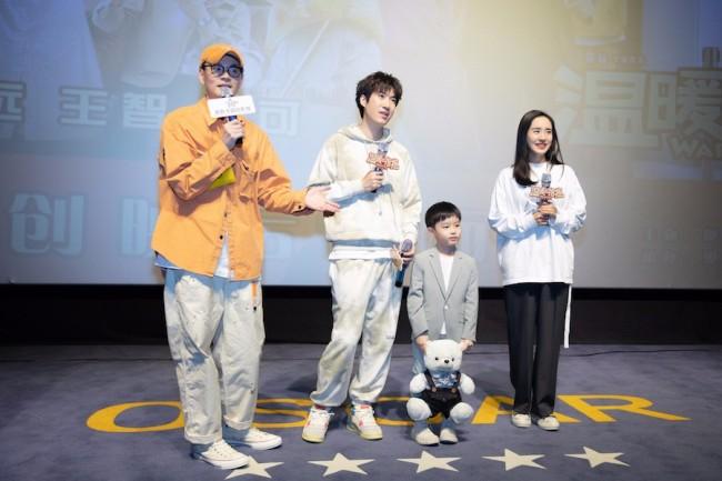 王智出席《温暖的抱抱》首映礼 再跳《无价之姐》