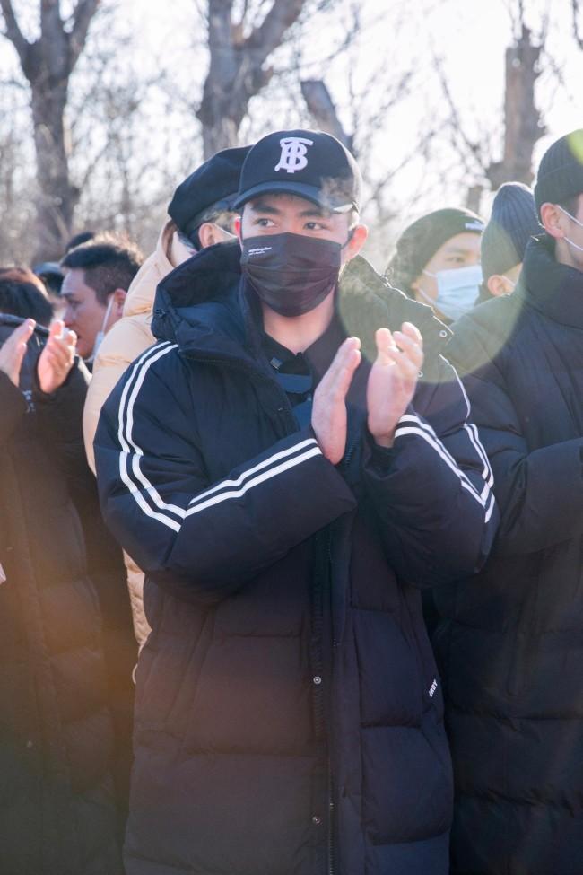 《铁道英雄》开机 定档2021年国庆张涵予范伟双影帝携手出演