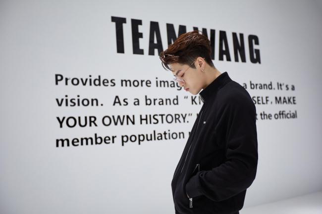 王嘉尔韩国合约到期 回归个人创立的label TEAM WANG公司